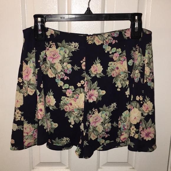 Lush Pants - Flowers summer shorts
